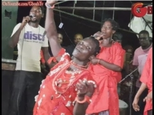 Video: Sango Swallowed Over 8 Blades and Brings It Out Entertaining Guests St Yomi Fabiyi